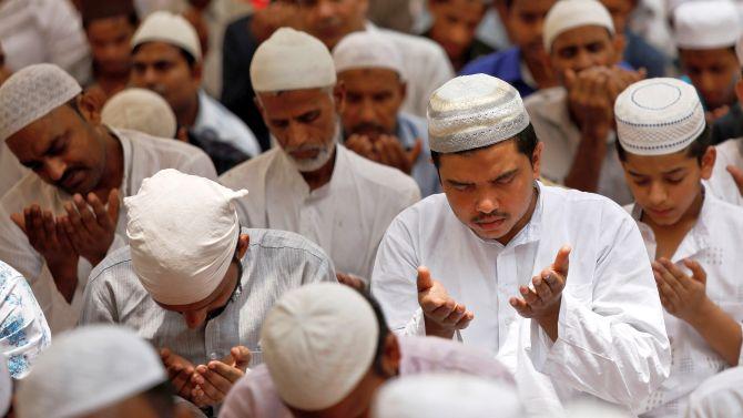 मुस्लिम समुदायले आज बकर इद (इदुल जोहा) पर्व मनाउँदै